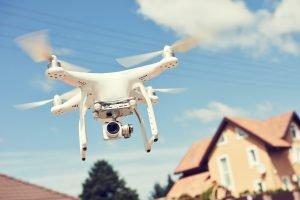 Ausgangssperren werden in einigen Staaten durch Drohnen überwacht